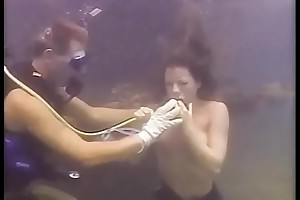 Allison'_s Submerged In one's birthday suit Freediving