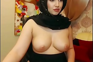Hot muslim explicit sojourn show big chest in chatroom