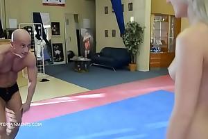 Victoria Diamond vs. Miki