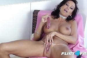 Dominating Dirty Talking Flirt4Free Babe Danielle Paris Loves Squirting