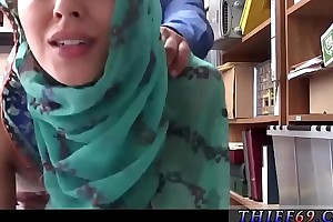 British female police officer Hijab-Wearing Arab Teen Harassed Be useful to Thievery