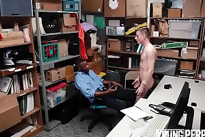 novinho pego roubando deu o cu harpy policial pra n&atilde_o ser preso