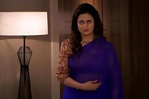 Divyanka Tripathi-ishita Deep Umbilicus treat up Blue saree