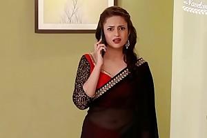 Divyanka Tripathi hot Deep Omphalos in low hip saree