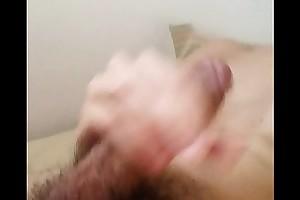 Novinho se masturbando