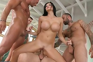 Aletta Ocean loves to succeed in gangbanged