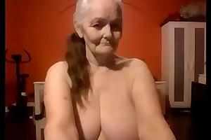 Majuscule dam shows off her nice big tits live