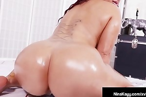 Hot Nina Kay Fucks Hitachi Curry favour with She Cums As a result Hard She Squirts