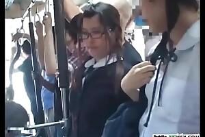Japonesa culona manoseada