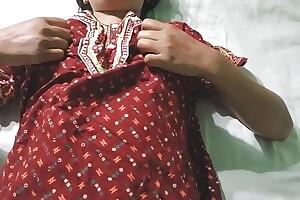 शादी में दुल्हन को सजाने आई ब्यूटीपार्लर वाली आंटी की जबरदस्त चुदाई।