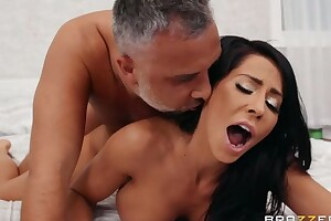 Brazzers hottie with fake boobs pleasuring Keiran at hand bed