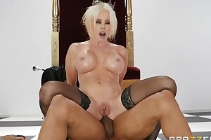 Circumference MILF campo stockings gets fucked in hammer away ass