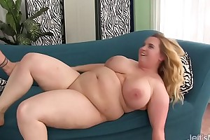 Big boobed bbw uses her body to beguile a thick ...