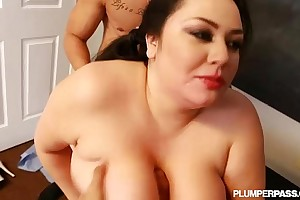 Plump lalin unsubtle julia sands is group-fucked out off out of one's mind strapping latino dicks
