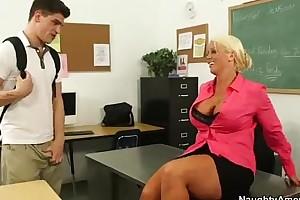 Big tit motor coach alura jenson rides her students large wang - xvideos.com