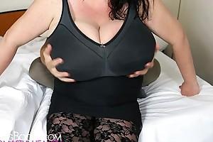 Sabrina meloni's fancy bubbles grabbed