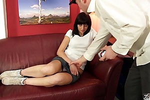 Brunette affraid be incumbent on cum when screwed hard on fake injection casting