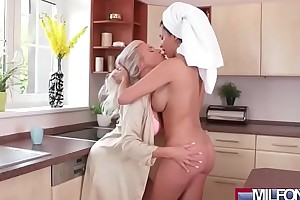 Busty ancient lesbian babes love tunnel eating(anissa kate & kathy anderson) 01 clip-07