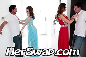 Riley reid vs melissa moore hump bff daddy at one's fingertips prom night