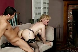 Hot milf nina hartley acquires licked worthwhile in the first place siamoise