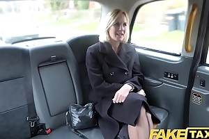 Fake hansom taxi grown-up milf acquires her obese left side flaps fishy genuine