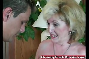 Experienced granny engulfing dilettante especially bettor
