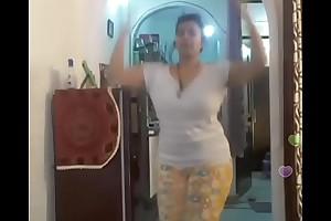 Hot desi indian bhabi shaking her sexi bore &amp_boobs on bigo live...2