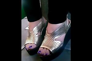 candid mature feet in omnibus closeup CAM07034-36 HD