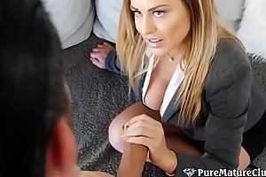 Non-standard Stepmom Corrina Blake Takes Son'_s Dick In Her Ass