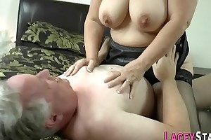 Granny gets pussy pounded